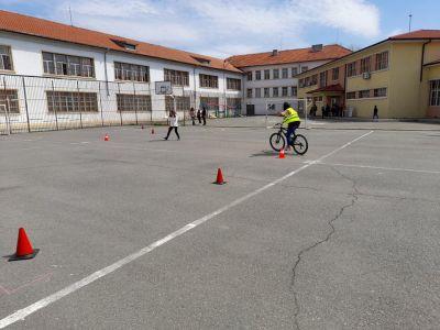 Училищно занятие по БДП на тема: Правила за безопасно движение по пътищата - ОУ Христо Ботев - Бургас, Победа